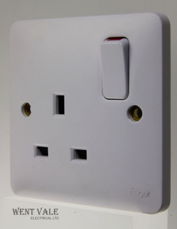 Hager Sollysta White Moulded - WMSS81 - 13 Amp Single Switched Socket